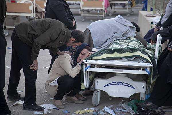 Earthquake on Iran-Iraq border kills more than 300