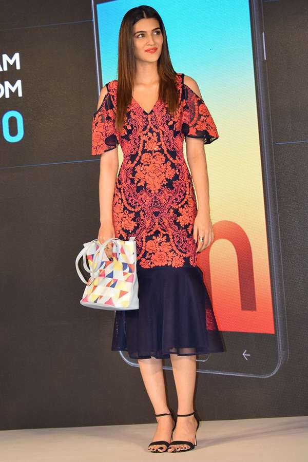 Kriti launches Galaxy On7 Prime