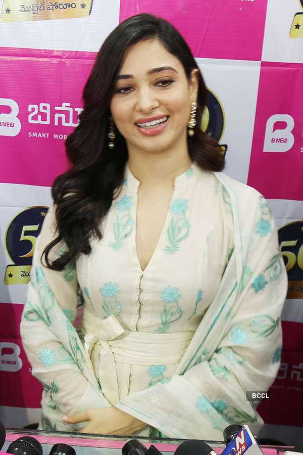 Tamannaah launches mobile store