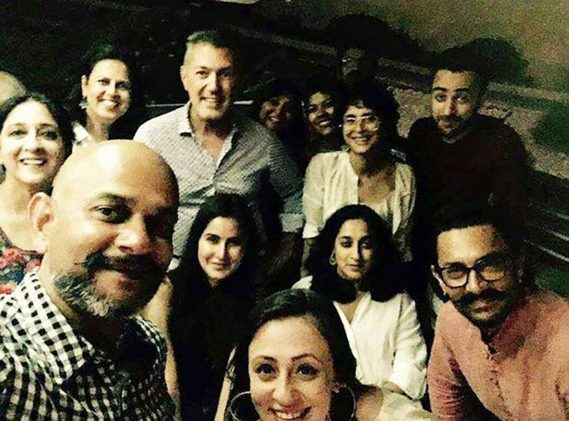Aamir Khan's selfie with Thugs of Hindostan crew