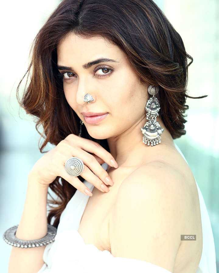 Karishma Tanna steams up the cyberspace with her sultry pictures