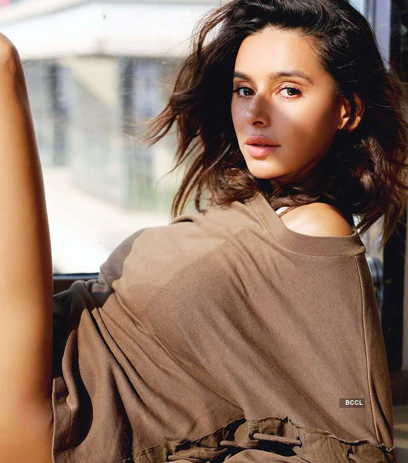Shibani Dandekar's hot photos