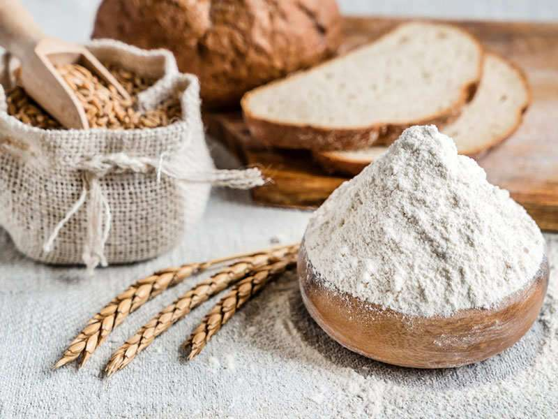 What's the difference between whole wheat flour and refined flour