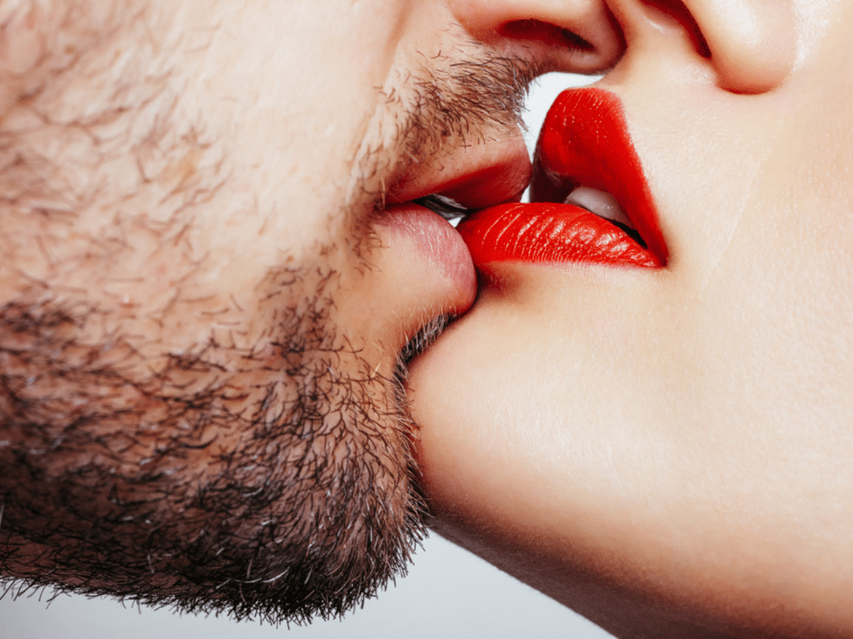 Happy Kiss Day 2019 Images, Photos, Wallpapers, Wishes & Messages