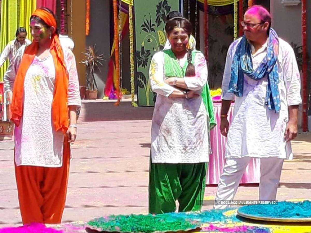 Holi 2019: Popular TV actors have insane fun on the sets of their