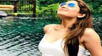 'Shivaay' actor Sayyeshaa Saigal shares honeymoon pics, looks gorgeous in her jaw-dropping outfit